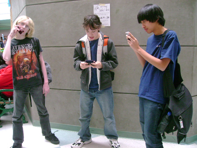 Savannah Students with cell phones